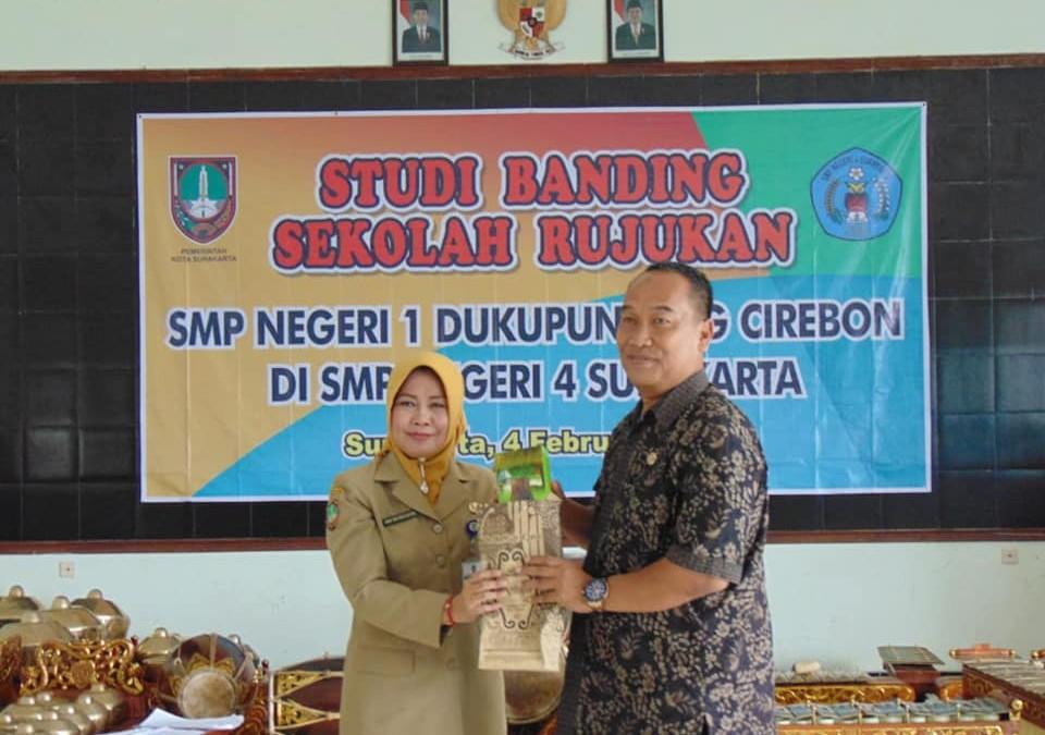 Studi Banding Sekolah Rujukan Di SMPN 4 Surakarta